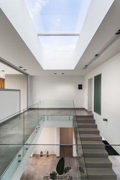 Home Stairs Design, Foyer Design, House Design Photos, Interior Stairs, Modern Bungalow House, Modern House Plans, Modern Apartment Design, Minimalist Architecture, Facade House