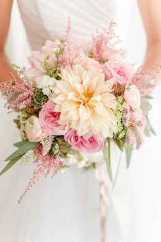 Holly creates the sort of lush, textured bouquets brides dream about! Her giving heart has also made her a leader in the wedding industry and a celebrated teacher. We adore Holly!