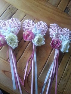 Bruidsmeisjes bloemen / Alternative flowergirl basket ideas / wands / bridesmaids