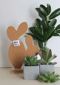 DIY Pinnwand Kaktus DIY cactus wall, instruction wood & cork, do it yourself, decoration, gifts. Cactus Identification, Diy Pins, Diy And Crafts, Arts And Crafts, Diy Art, Drawing, Place Card Holders, Make It Yourself, Home Decor Trends