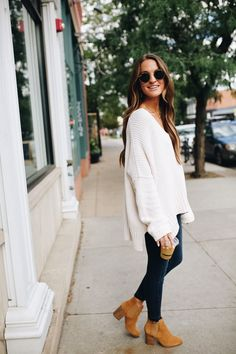 Fall outfit - oversized sweater, jeans, booties