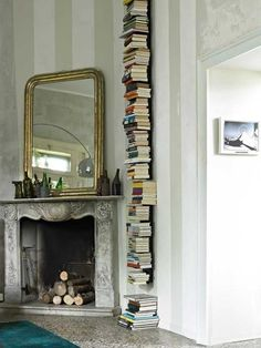 The book nooks in the Woodstock cottage we looked at early today got us in the mood. For more bookshelves, that is! If you're into shelves at art and design forms, check out what's happening after the jump. Le Living, Living Spaces, Vitrier Paris, Vertical Bookshelf, Home Libraries, Book Storage, Transitional House, Stack Of Books, Book Nooks