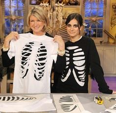 51 Cheap And Easy Last-Minute Halloween Costumes - Christmas T Shirt - Ideas of Christmas T Shirt - diy skeleton shirt. pair with some leggings. love this idea for a fast and cheap halloween outfit. Last Minute Halloween Costumes, Theme Halloween, Holidays Halloween, Halloween Crafts, Happy Halloween, Halloween Decorations, Halloween Makeup, Work Appropriate Halloween Costumes, Diy Halloween Tshirts