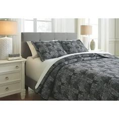Signature Design By Ashley - Jabesh 3-piece Queen Quilt Set Most Comfortable Sheets, Quilt Sets Queen, Online Bedding Stores, Bedroom Retreat, Contemporary Quilts, Bed Styling, Fashion Room, Bed Sizes, Chicano
