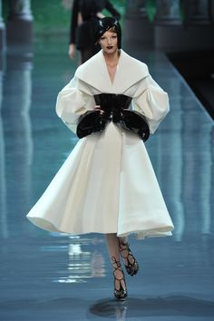 Christian Dior - Haute Couture Fall Winter 2008/2009 - Shows - Vogue.it