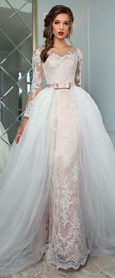Graceful Tulle Bateau Neckline 2 In 1 Wedding Dress With Lace Appliques & Detachable Skirt