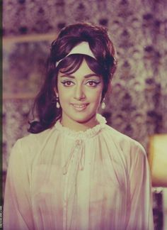Bollywood Actress Hot Photos, Beautiful Bollywood Actress, Most Beautiful Indian Actress, Beautiful Actresses, Vintage Bollywood, Indian Bollywood, Hema Malini, Fantasy Art Women, Hottest Photos