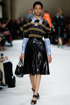 Miu Miu Fall 2015 Ready-to-Wear Fashion Show - Lineisy Montero (Next) Love Fashion, High Fashion, Fashion Show, Autumn Fashion, Fashion Tips, Fashion Design, Paris Fashion, Miu Miu, Lineisy Montero