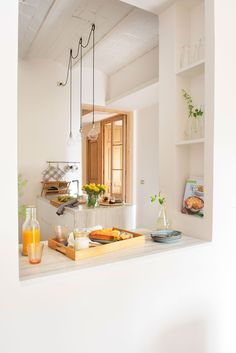 Vibrant Color, Big Impact : Clear the Counters - favorite kitchens on a budget Budget Kitchen Remodel, Kitchen On A Budget, Life Kitchen, Kitchen Dining, Niche Design, Used Cabinets, Kitchen Colors, Beautiful Kitchens, Dining Area