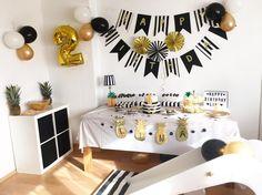Pineapple Party black, white gold pineapple black & white – purple eye (@ purple) - Home Page 13th Birthday Parties, 14th Birthday, Gold Birthday, Grad Parties, Black Gold Party, Black White Parties, White Gold, Gold Party Decorations, Birthday Decorations