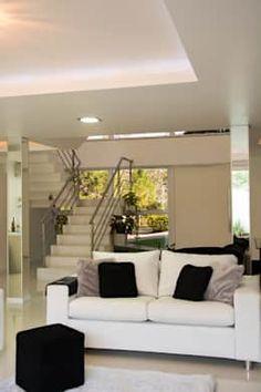Salon de style de style Moderne par HAPPY Arquitetura