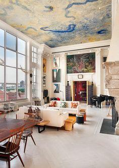 Do teto ao chão, tudo é arte neste loft
