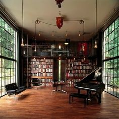 these windows! and books! and piano!