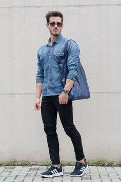 2016-04-12のファッションスナップ。着用アイテム・キーワードはサングラス, シャツ, スニーカー, デニム・ダンガリーシャツ, 黒パンツ,アディダス(adidas)etc. 理想の着こなし・コーディネートがきっとここに。| No:140284
