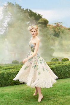 Dior Haute Couture presents this refreshing tea-length dress featuring garden-inspired raffia embroideries! » Praise Wedding Community