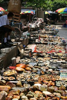 A lot of stuff is sold on makeshift markets, unfortunately also all kind of animal parts from protected species. Beijing, Shanghai, Overseas Chinese, Changchun, Protected Species, Visit China, Traditional Market, Bazaars, Great Wall Of China