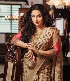 Vidya balan hot hi blitz magazine stills in traditional saree