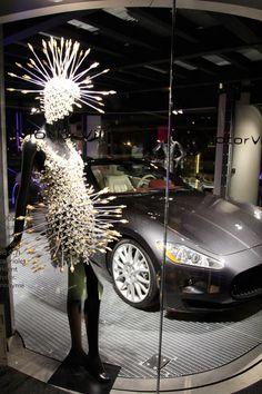 Maserati et Paco Rabanne. Paco Rabanne, Maserati, My Dream, Christmas Tree, Fashion Designers, Holiday Decor, Circles, Vintage, Textiles