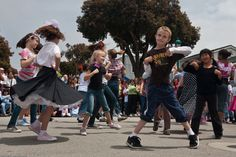 RKDOS organiseert Dance Factor 2018 Zaterdag 8februari 2018is het zover: de Dance Factor! Dé danswedstrijd voor alle kinderen die op de basisschool zitten. Een deskundige jury zalgaanletten op de uitstraling, techniek en originaliteit.Het is de bedoeling dat je met een groepje van maximaal 4 kinderen, die ongeveer allemaal eve...