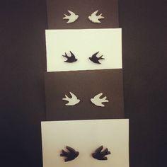 Täällä ollaanNaisten Joulumessuilla paikalla F48! Avoinna 2.-6.12 klo 10-18. Pääskyt-korviksia ja kaikkea muuta kivaaTervetuloa!  #naistenjoulumessut #joululahja #pääskyt #korvakorut #finnishdesign #madeinfinland #korumuotoilu #studearrings #swallow #lintu #jewellery #acrylic #lasercut #joulu #earrings #christmas #jewellerydesign #pääsky by saararuskola