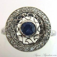Ancienne bague de fiançailles en platine saphir de Ceylan et diamants ronde ajourée. http://www.bijoux-bijouterie.com/bagues-saphirs/1924-ancienne-bague-de-fiancailles-en-platine-saphir-de-ceylan-et-diamants-ronde-ajouree-1371.html #fiançailles #mariage