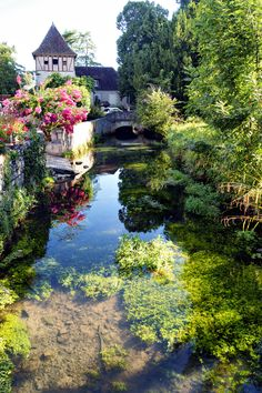 Creysse, Midi-Pyrenees, France --> thinking of all of the people of France after yesterday's atrocities in Paris, viva la France Places To Travel, Places To See, Wonderful Places, Beautiful Places, Ville France, French Countryside, France Travel, Belle Photo, Wonders Of The World