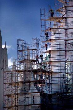 Scaffolding Scaffolding, Civil Engineering, Civilization, Utility Pole, Stage, Construction, History, Architecture, Design