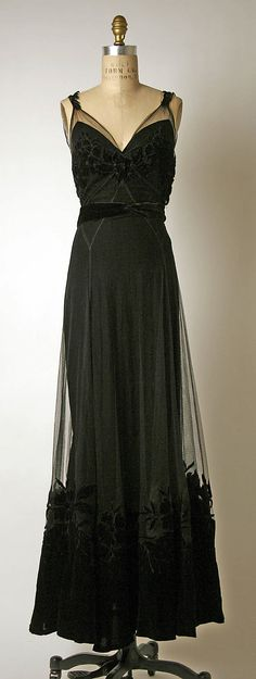 Silk and cotton evening dress, Christian Dior, French, 1947. Net overdress with velvet hem over velvet slip with net hem.
