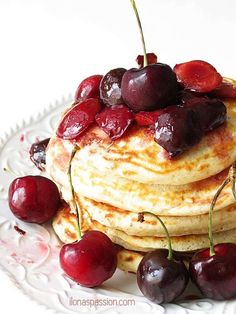 Pancakes with cherry lime sauce by ilonaspassion.com #pancakes #cherry #blackforest Easy Gluten Free Desserts, Easy Desserts, Cheesecake Desserts, No Bake Desserts, Homemade Breakfast, Breakfast Recipes, Cherry Sauce Recipe, Sauce Creme, Trifle Pudding