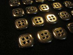 50 Stück Hemdknöpfe,4 Loch Goldfarben,Quadratisch Seitenlänge ca.16 mm,Neu,Lübecker Knopfmanufaktur von Knopfshop auf Etsy