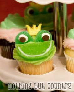 Froggy Cupcake...might need a big princess cake to go with the froggie cupcakes!!! :)