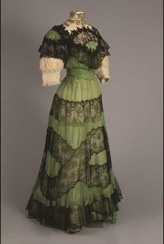 Afternoon dress by Gustave Beer (France), Silk Chiffon, Velvet, Chantilly Lace, Metallic Thread. Edwardian Clothing, Edwardian Dress, Antique Clothing, Historical Clothing, Edwardian Era, Vintage Outfits, Vintage Gowns, Vintage Mode, 1890s Fashion