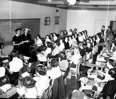Typing classroom. LBP04-075a, Lane Brothers Commercial Photographers Photographic Collection, 1920-1976. Photographic Collection, Special Collections and Archives, Georgia State University Library.