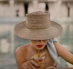 Poolside glamour 💄Photo by Lillian Bassman for Harper's Bazaar, 1950 ✨ Sarah Moon, Paolo Roversi, Helmut Newton, Peter Lindbergh, Banks, Student Exam, She's A Lady, Glamour Photo, Vogue Magazine