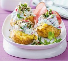 Baked Potato with Feta-Yoghurt Dip Vegetable Recipes, Vegetarian Recipes, Cooking Recipes, Healthy Recipes, Free Recipes, Weith Watchers, Fondue Raclette, Eat Smart, Soul Food
