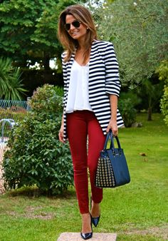 Fashion and Style Blog / Blog de Moda . Post: Stripes and burgundy / Rayas y burdeos .More pictures on/ Más fotos en : http://www.ohmylooks.com/?p=23964 .Llevo/I wear: Pants / Pnatalones : Stradivarius (New collection) ; Blouse / Blusa : Zara (New collection) ; Jacket / Chaqueta : Zara (sales) ; Shoes / Zapatos : Zara (old) ; Bag / Bolso : Michael Kors