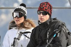 Kate Middleton and Prince William - French Alps. Love this photo for Duchess kate and Duke William. Kate Middleton Hats, Kate Middleton Pictures, Princesa Kate Middleton, Kate Middleton Prince William, Kate Und William, Duke William, Prince William And Catherine, Prince Charles, Princess Kate