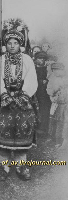 oI< Молодые крестьянки в Тульских празднечных костюмах, 1900е г