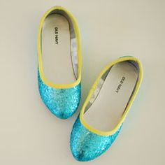 A Mini-Boden inspired tutorial on how to make a pair of glitter trimmed flats trimmed with bias tape.