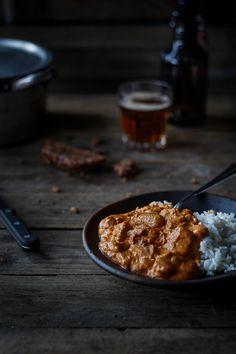 Den traditionelle mørbradgryde eller sorte gryde er nem aftensmad til hverdag og når der skal laves mad til mange. Få opskrift på den bedste mørbradgryde