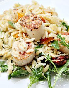 Orzo salad with seared scallops #orzo #pasta #scallops