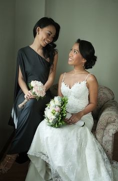 Wedding Photo: Bride and her maid of honor getting ready! (photo: Sunday Morning Studios via Bride and Breakfast)