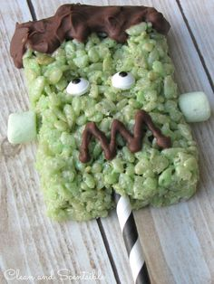Fun Frankenstein Rice Krispie Pops with free printables via Clean and Scentsible.  Perfect for kids treats!