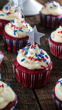Celebrate of July with these delicious Patriotic Red Velvet Cupcakes! So moist and velvety, with a yummy cream cheese frosting. Mocha Cupcakes, Blue Cupcakes, Red Velvet Cupcakes, Easter Cupcakes, Birthday Cupcakes, Strawberry Cupcakes, Flower Cupcakes, Vanilla Cupcakes, Gourmet Cupcakes