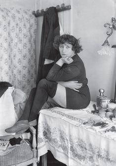 Colette - Posant en 1912 dans les loges du Bataclan.