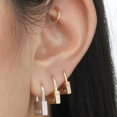 These beautiful hammered Pendulum earrings are minimalist and elegant. I form these earrings from a rounded, smooth bar and solder a hammered circle at the bottom. This textur Ear Jewelry, Cute Jewelry, Jewelry Accessories, Fashion Accessories, Bold Jewelry, Trendy Jewelry, Summer Jewelry, Simple Jewelry, Emerald Earrings