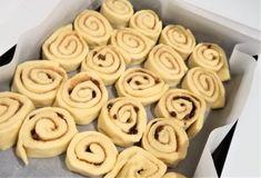 Amerikai fahéjas csiga, azaz cinnamon rolls | Mai Móni Creative Cakes, Cinnamon Rolls, Baked Goods, Cake Recipes, Cookies, Food, Kitchen, Crack Crackers, Cooking