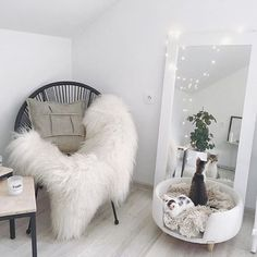 51 Relaxing and Cozy Reading Nook Ideas 51 Relaxing and cozy reading corner Ideas 51 Relaxing and co Apartment Bedroom Decor, Bedroom Mirrors, Simple Apartment Decor, Big Mirror In Bedroom, Marble Bedroom, Apartment Interior, Cute Room Decor, Minimalist Bedroom, Modern Bedroom