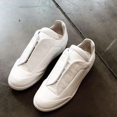 Presenting the Maison Margiela Future low trainers. Featuring the signature lace guard for that super sleek look. #maisonmargiela #maisonmargielasneakers #margiela #margielas #margielafuture #margielafutures #maisonmargielafuture #maisonmargielafutures #future #futures #whitesneakers #sneaker #sneakers #sneakerfreak #sneakerporn #sneakeralert #fashon #mensfashion #style #mensstyle #zoofashions #zoolife
