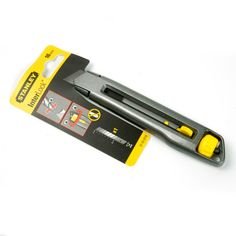 Cúter Stanley Interlock. #MWMaterialsWorld #fofuchas #manualidades Material World, Adhesive, Blade, School Supplies, Tools